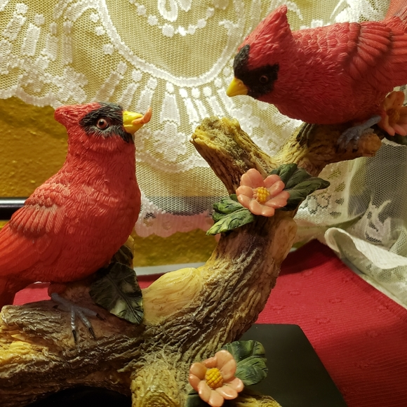 Vtg 2 Cardinals Flowers Log Resin Figurine W/Base